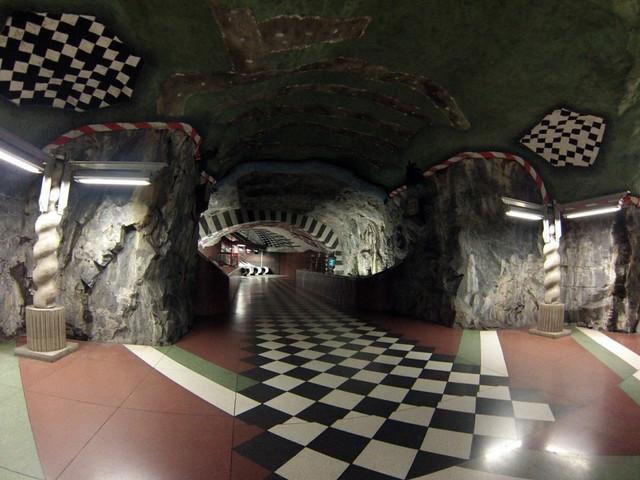 Interior de las estaciones del metro de estocolmo metro de estocolmo - 14222540744 84d5039068 z - Arte en el metro de Estocolmo