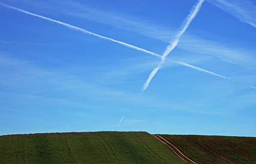 road sky field hungary contrail cross feld himmel x kreuz ungarn weg acker magyarorszag xmarksthespot kondensstreifen zala hongrie zalamegye pannonien elkaypics szentpeterur danubien lutzkoch