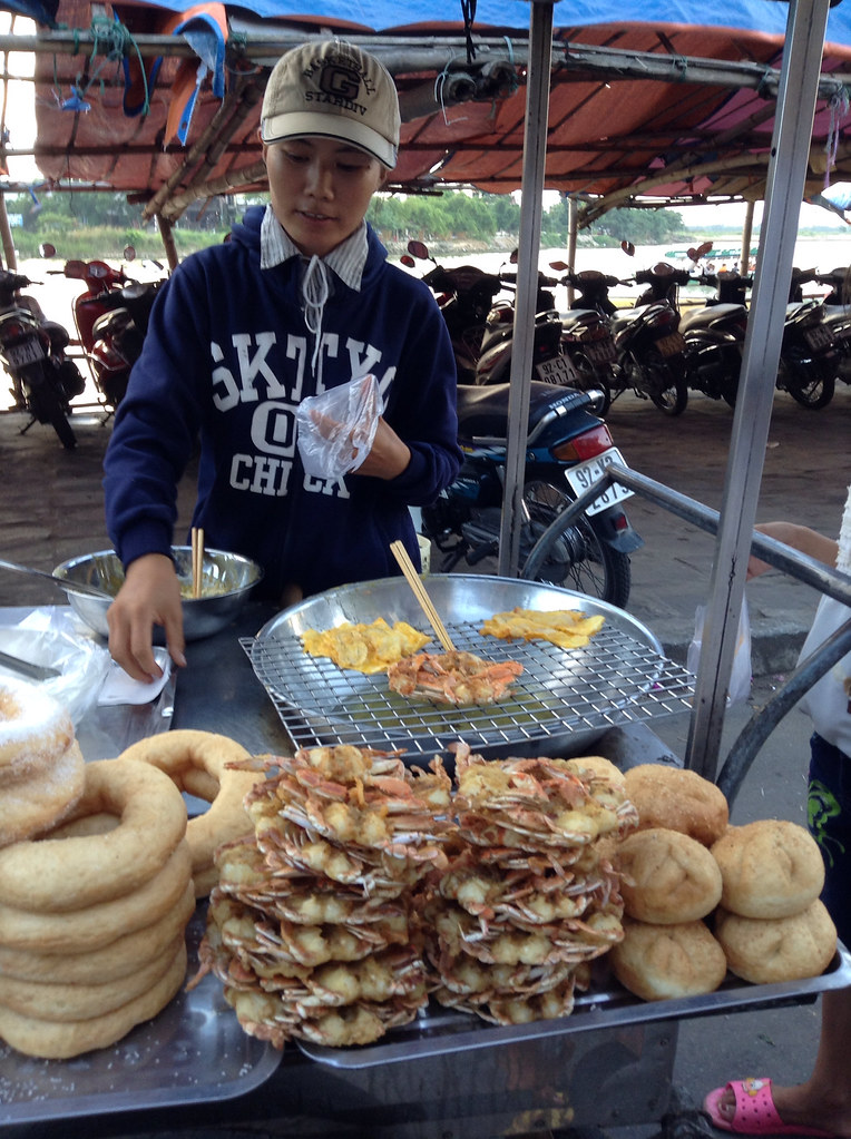 Hoi An crab cake vendor