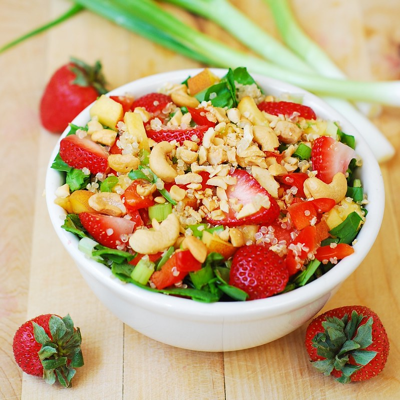 Strawberry, quinoa, spinach & cashew salad