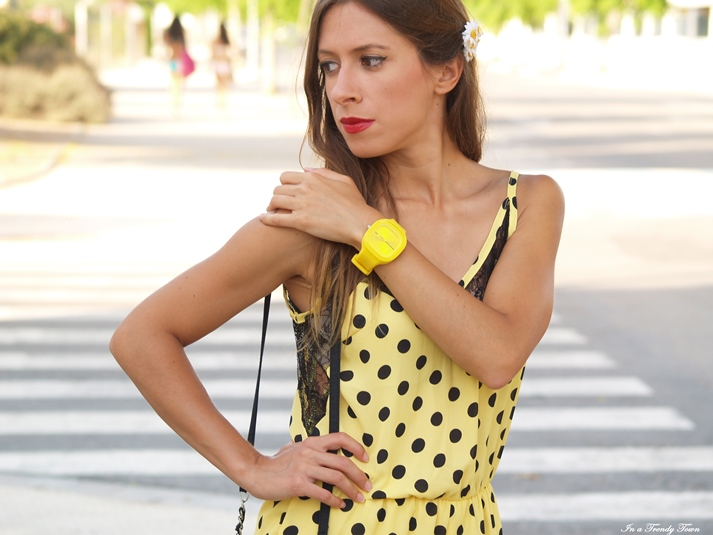 OUTFIT DOTS IN YELLOW