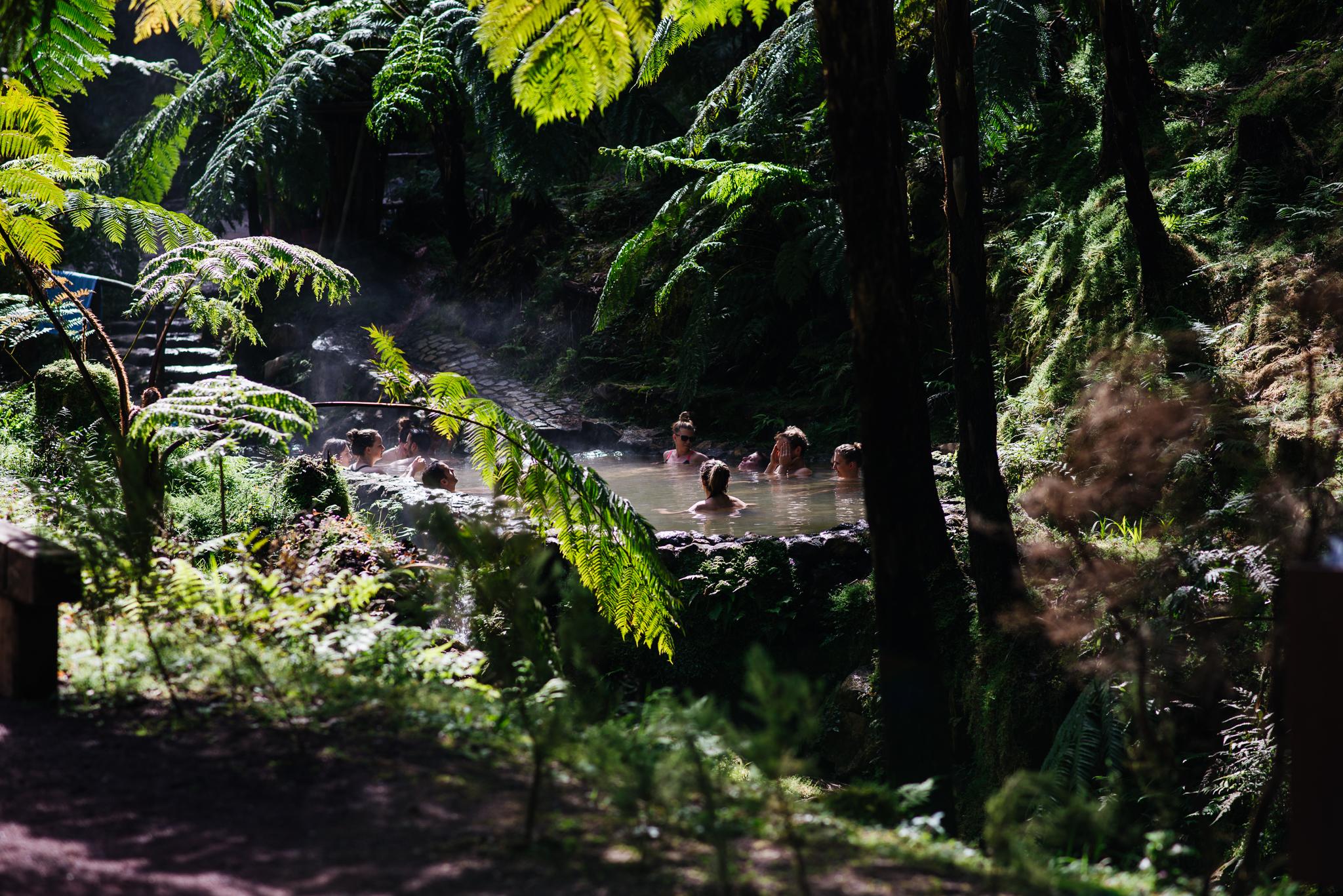 Meleg vizú medence Caldeira Velha-ban