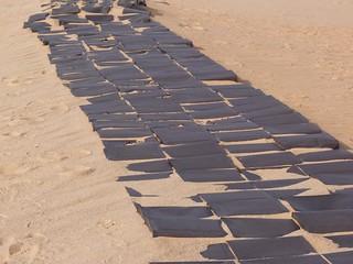 Bidones de gasolina en G-Hills (Egipto)