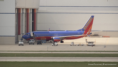 Southwest N8301J with scimitar...