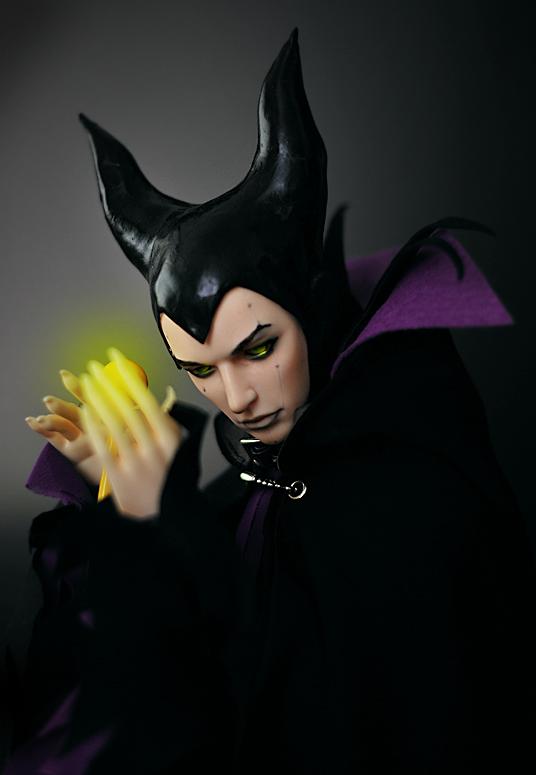 Maleficent_cosplay_bonus