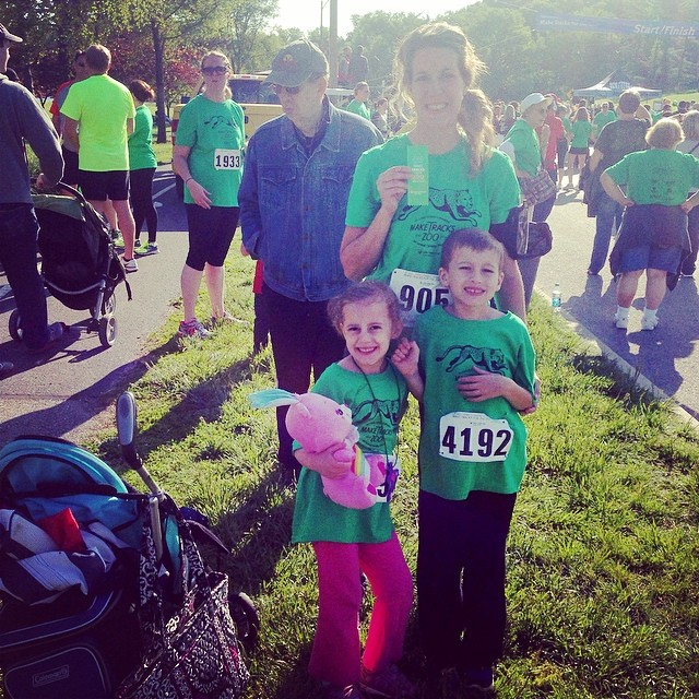 Another zoo 5k completed! A PR for this race!! 27:43! Waiting in the kids races now, they sure are excited! This is our fourth zoo race as a family!!