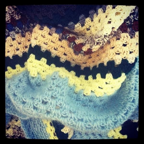 granny-square-crochet-blanket-600x600
