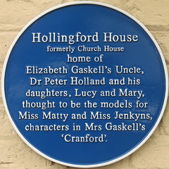 Photo of Peter Holland, Lucy Holland, Mary Holland, and Elizabeth Gaskell blue plaque