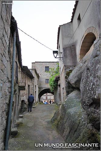 Casas entre rocas de granito.