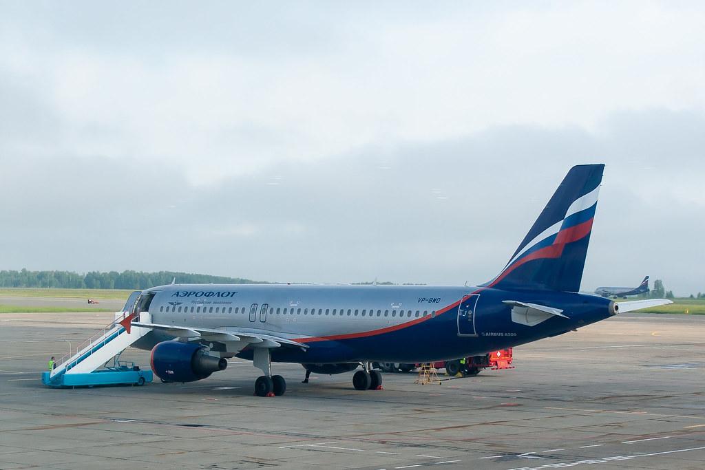 Москва. Вылет задерживался, делать было нечего. SU1425 на перроне CEK Airbus A320-214 (VP-BWD) на перроне аэропорта Челябинск, с задержкой из-за тумана