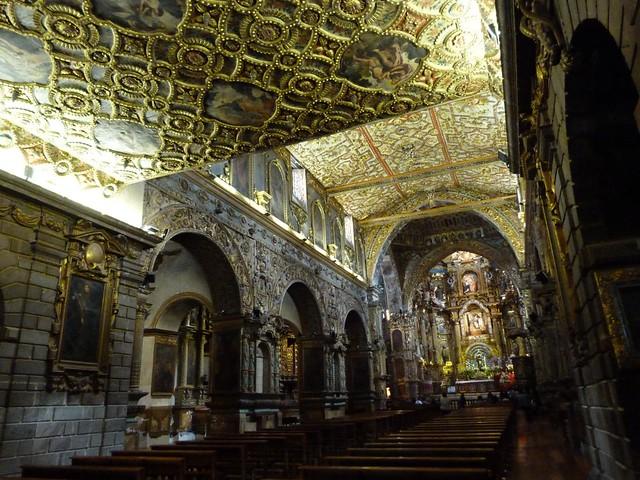 Interior de la iglesia de San Francisco (Quito, Ecuador)