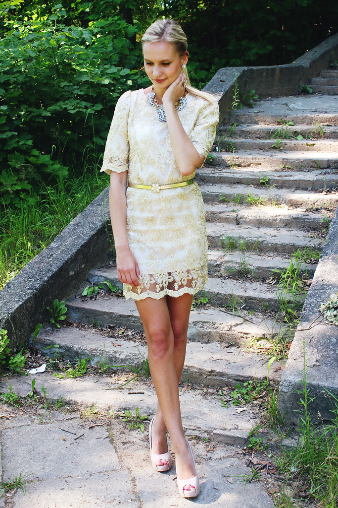 how-to-style-gold-color-dress
