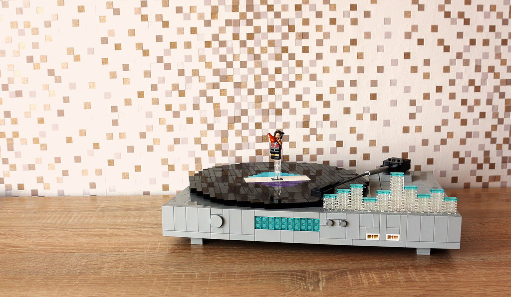 Hi-Tech Vinyl Recorder (custom built Lego model)