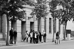 Warten vor dem Fotomuseum