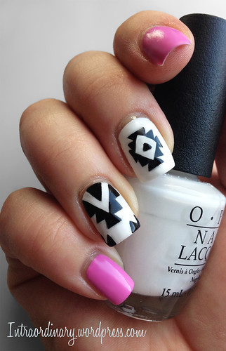 b&w aztec pattern nails
