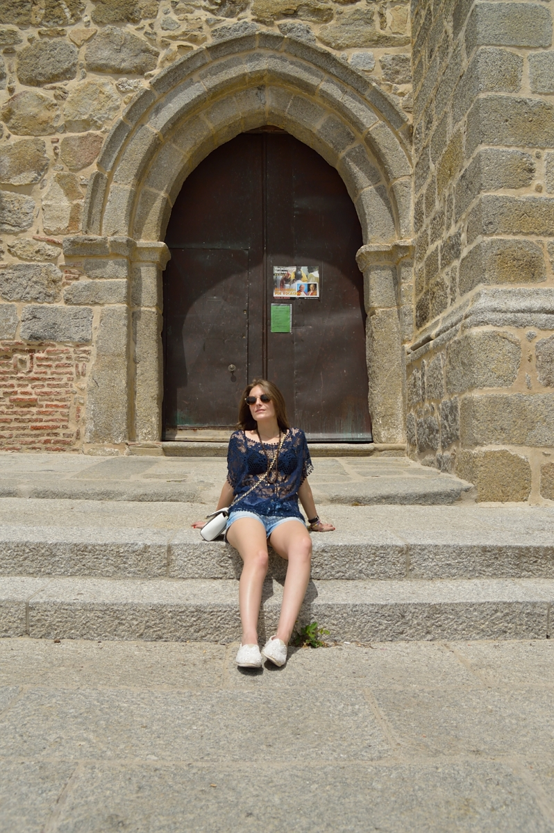 lara-vazquez-madlulablog-lace-spring-easy-outfit-robledo-de-chavela