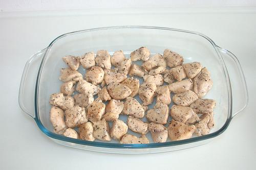 41 - Hähnchenfleisch in Auflaufform geben / Put chicken breast in casserole