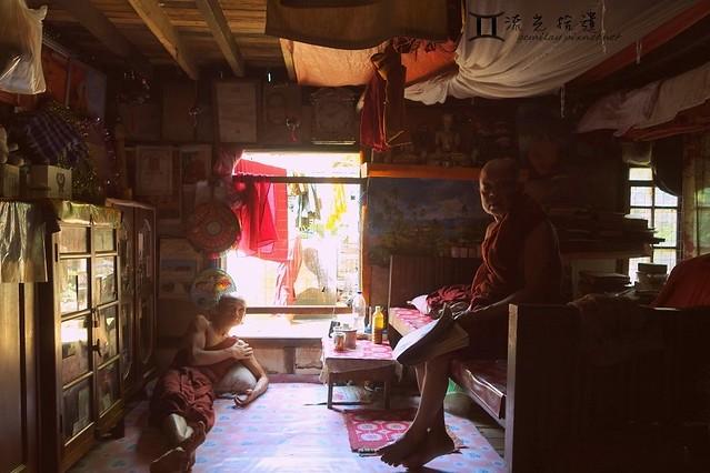 0504 Myanmar Monks