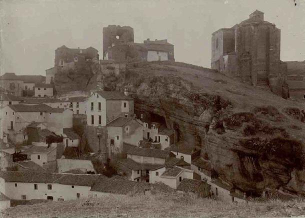 Vista de Setenil desde el Carmen. 1907. Publicada en el Catálogo de los Monumentos Históricos de la Provincia de Cádiz. Foto: ENRIQUE ROMERO DE TORRES