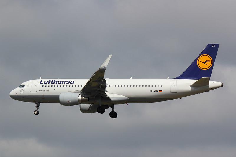 Lufthansa - A320 - D-AIUA (1)
