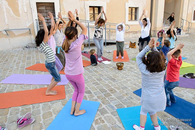 Even kids do yoga