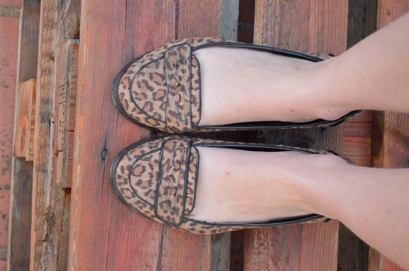 lara-vazquez-madlula-blog-details-leopard-flats