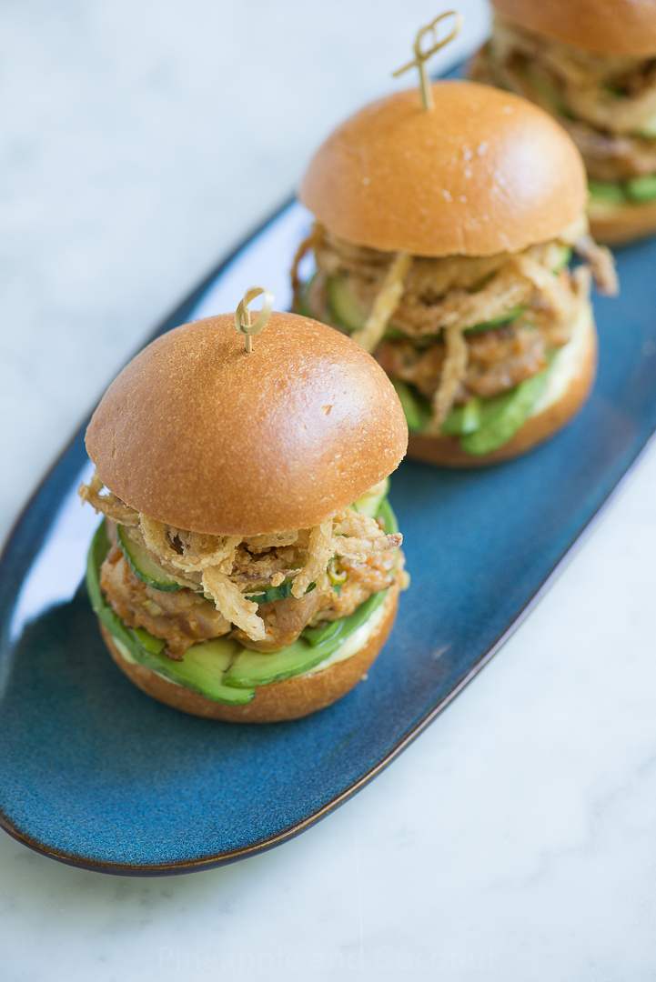 Spicy Ahi Tuna Sliders with Crispy Maui Onion Strings www.pineappleandcoconut.com #BurgerWeek