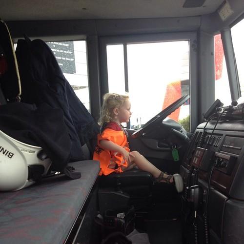 Dag 23: een nieuwe #disney en grote brandweerwagens en een stoere Ellis. Merci @waltdisneybe #planes2be #dezomervan2014