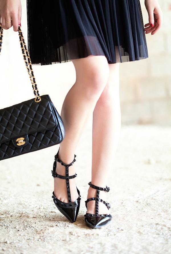 israeli fashion blog, chanel, chanel bag, valentino, rockstud, rockstud flats, אופנה, בלוג אופנה, בלוג אופנה ישראלי, שאנל, תיק שאנל, נעלי ולנטינו, רוקסטאד, ולנטינו, נעלי ערב שטוחות, חצאית טול, חצאית קפלים