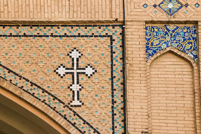 Cross decoration of exterior wall, Vank Cathedral, Isfahan, Iran イスファハン、ヴァーンク教会外壁の十字架