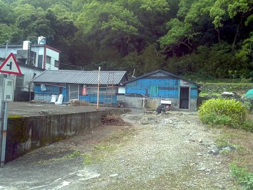 背山面海的老房子,圖片由作者提供。