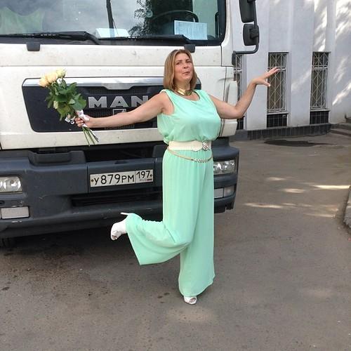 Обещанный лук на фоне самой большой машины у Загса))) #свадьба