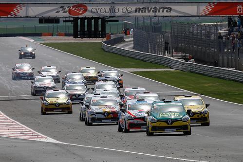 Azcona liderando la carrera
