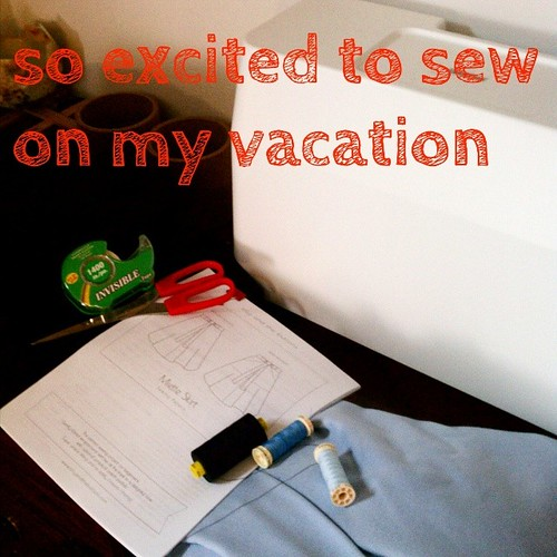 When @moonthirty heard my vacation rental in Austin had a sewing machine, she found me some stash fabric and thread, lent me scissors and tape and even printed the pattern PDF! #isew #sewcialists