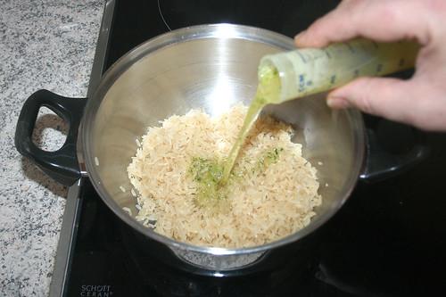 18 - Gemüsebrühe dazu geben / Add vegetable stock