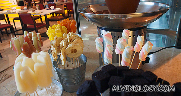 Sweet delights for the chocolate fondue
