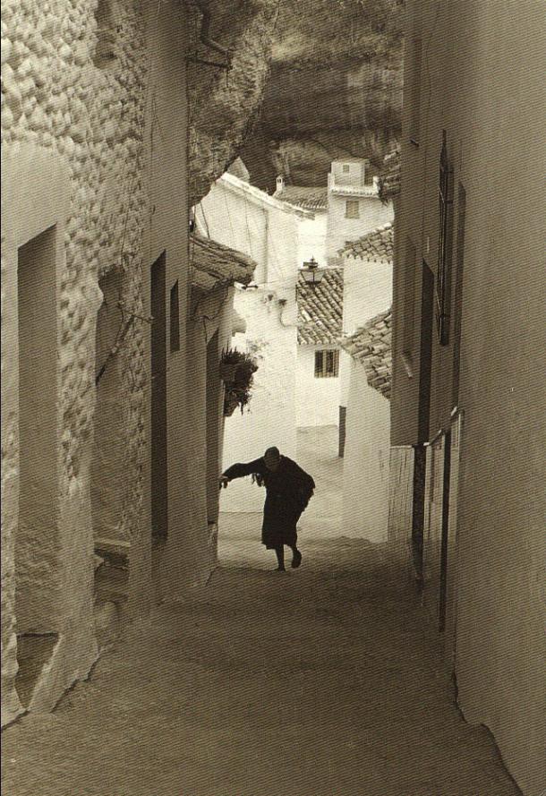 Calle Herrerías. La mujer que sube es mi bisabuela Juana. Esta postal se ve en todos los rincones turísticos de Andalucía. Foto: JAVIER ANDRADA. <a href=