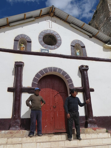 Viñas, the priest wanted me to look inside this colonial church, which was a complete mess