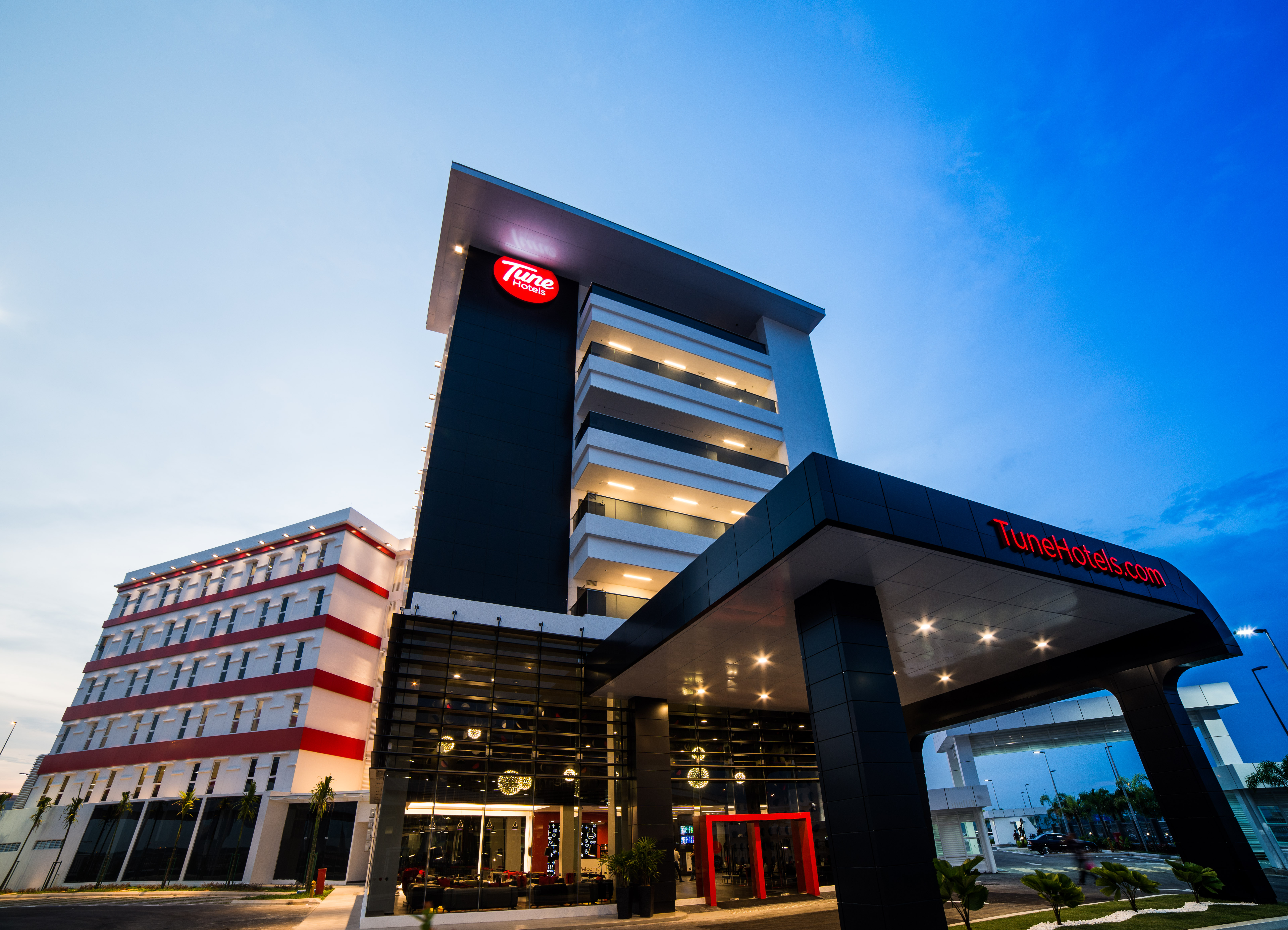 Tune Hotel klia2 - Facade