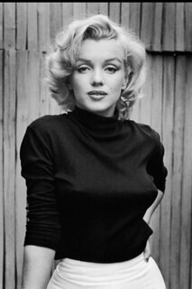 Marilyn_Monroe_Black_Turtleneck-682x1024