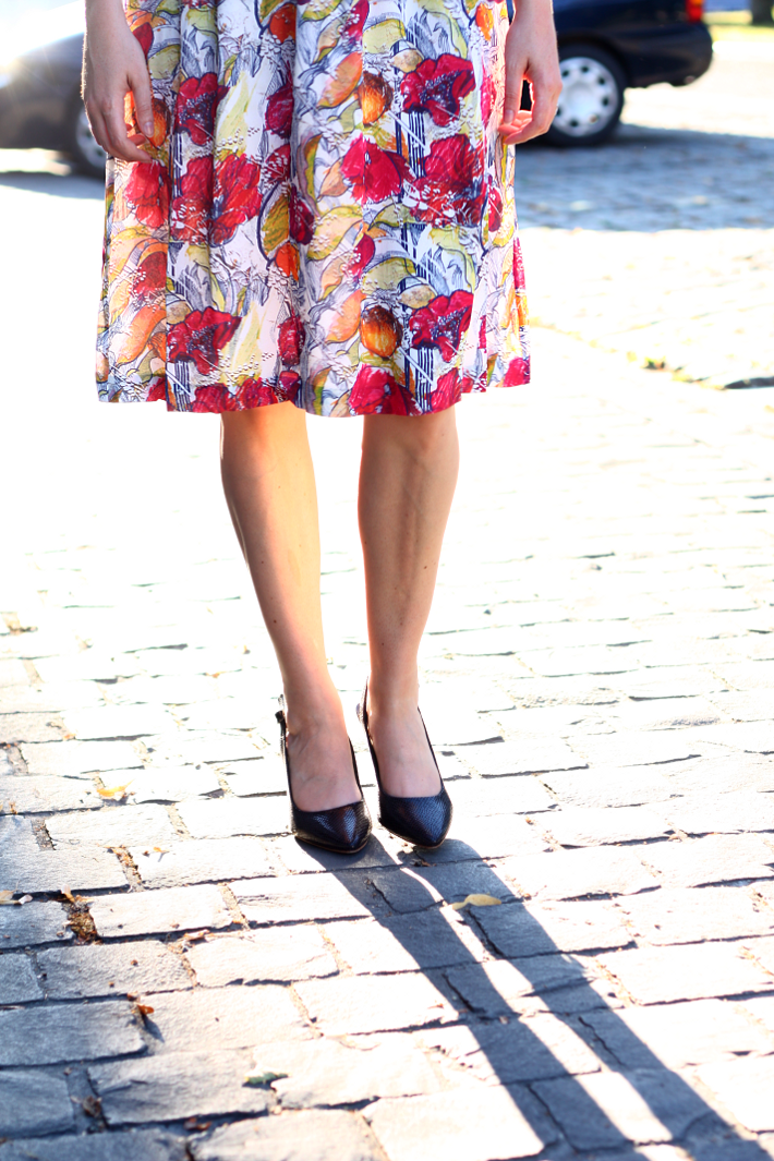 floral fruit print dress snakeskin pumps
