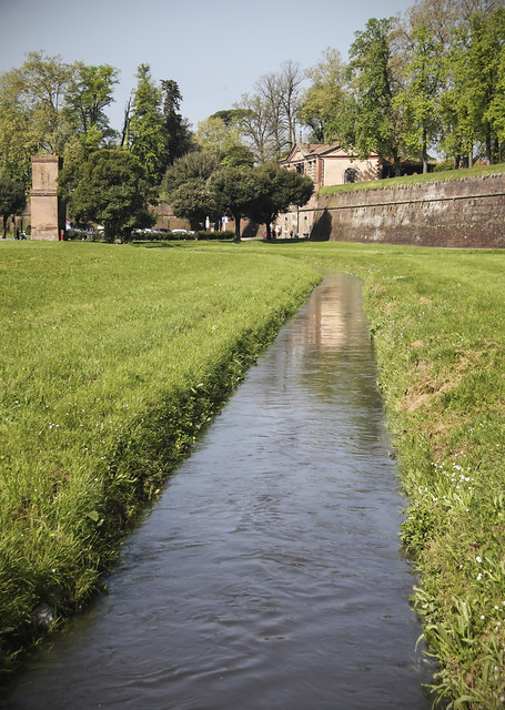 Lucca - Remainds of moat ?