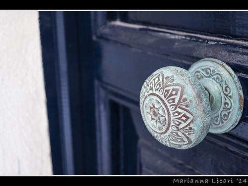 La porta è aperta/The door is open
