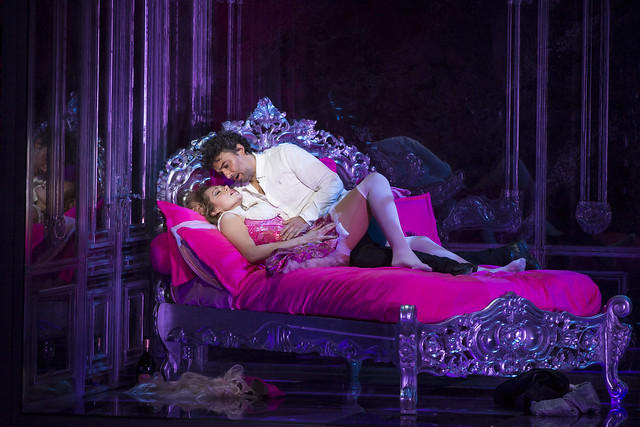 Kristīne Opolais as Manon Lescaut and Jonas Kaufmann as Chevalier des Grieux in Manon Lescaut, The Royal Opera © ROH / Bill Cooper 2014