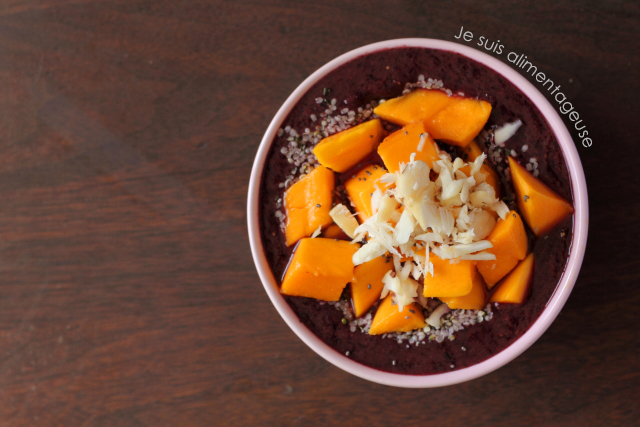 Blueberry Mango Smoothie Bowl - a great vegan breakfast to kickstart your day