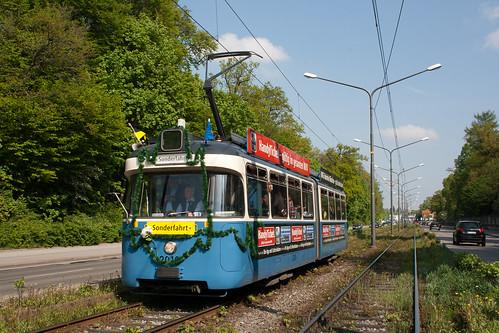 In dem Sommerferien werden die Gleise zwischen Romanplatz und Amalienburgstraße saniert. P-Wagen 2010 erreicht auf altem Gleis im Rahmen einer Sonderfahrt gerade die Wendeschleife an der Amalienburgstraße.