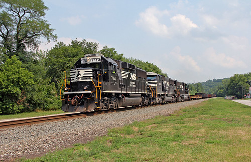 nstrains norfolksouthern lowellvilleohio ns7114 ns6900 nsyoungstownline nsmotivepower nslocomotives
