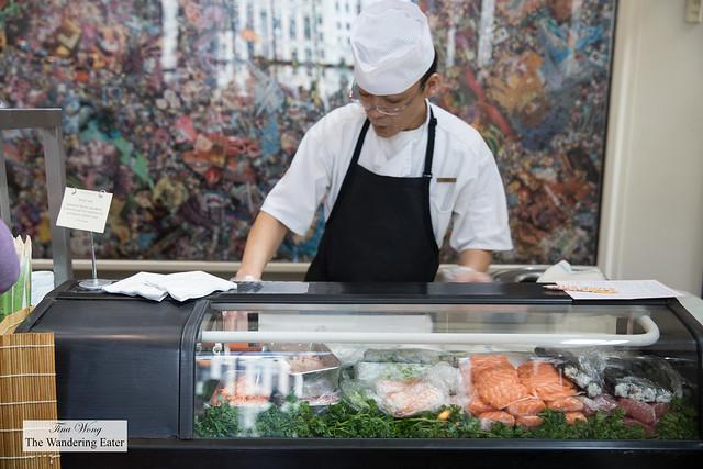 Sushi chef making makis