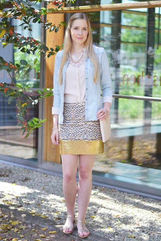 Outfit Glitzer und Gold im Alltag (2)