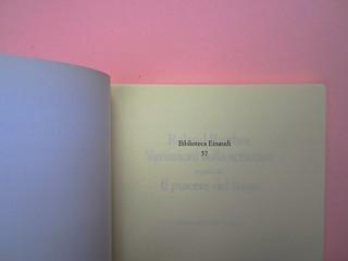 Roland Barthes, Variazioni sulla scrittura. Einaudi 1999. [Responsabilità grafica non indicata]. Carta di guardia / pagina dell'occhiello (part.), 1